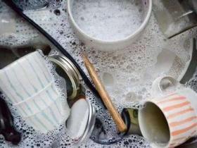 为什么洗碗时加入洗洁精会起泡